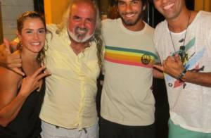Deborah Secco assume namoro com surfista Hugo Moura em Noronha: 'Meu amor'