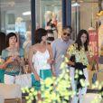 Fátima Bernardes e William Bonner almoçaram com a família em shopping da Barra da Tijuca, Zona Oeste do Rio, nesta segunda-feira, 23 de fevereiro de 2015