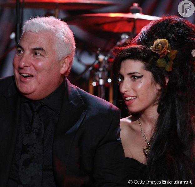 Mitch Winehouse, o pai de Amy Winehouse, usou seu Twitter para dar um fim à polêmica envolvida com o cover de 'Back to Black', feito para a trilha do filme 'O Grande Gatsby', no último domingo, 21 de abril de 2013