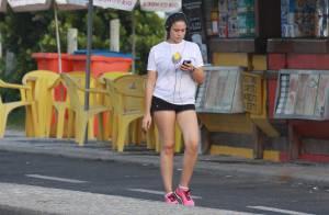 Com 3 meses de gravidez, Fernanda Gentil faz caminhada para manter boa forma