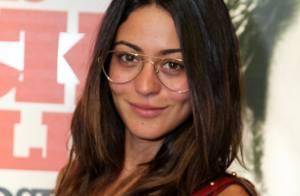 Carol Castro exibe novo visual em estreia de peça com presença de Dira Paes