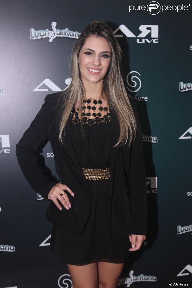 Jade Magalh  Es  Namorada De Luan Santana  Posa Para Foto