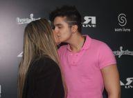 Luan Santana faz show com novo visual e ganha beijo da namorada, Jade Magalhães