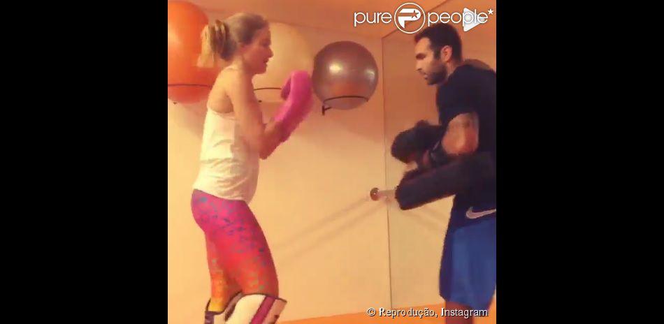 Luciano Huck mostra Angélica praticando muay thai: 'Minha segurança'