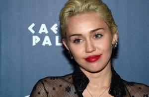 Miley Cyrus curte festa sozinha em meio à crise com Patrick Schwarzenegger