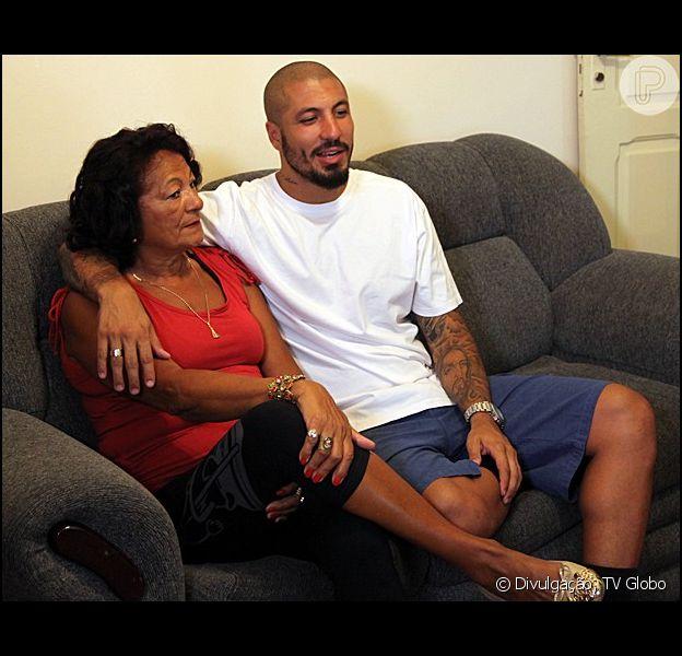'BBB15': mãe de Fernando reprova namoro com Amanda. 'Não vou recebê-la em casa'