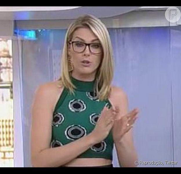 Ana Hickmann apareceu de óculos ao apresentar o 'Hoje em Dia' desta segunda-feira, 30 de março de 2015