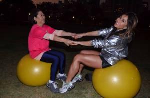 Sabrina Sato faz ginástica com a mãe, Dona Kika, durante evento em São Paulo