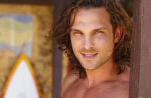 'Flor do Caribe': Alberto (Igor Riclkli) destrói a cabana de Ester e Cassiano
