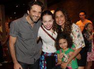 Camila Pitanga leva o namorado e a filha para assistir peça infantil: 'Choramos'