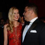 Celina Locks aprende futebol com o namorado, Ronaldo: 'Me ensinou a cabecear'