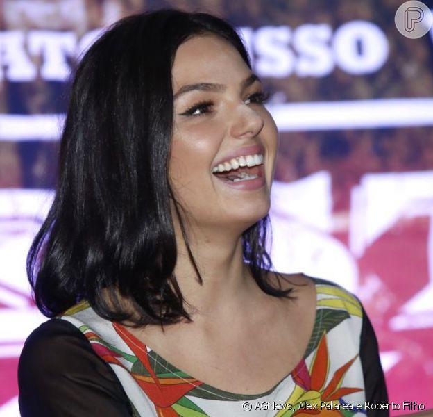 Isis Valverde marca presença na coletiva de imprensa e première do filme 'Faroeste Caboclo', na noite desta quinta-feira, 16 de maio de 2013