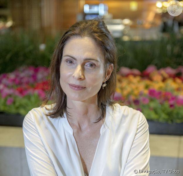 Scarlett (Monica Iozzi) descobre que doença de Úrsula (Sílvia Pfeifer) é uma mentira em cenas que irão ao ar em 'Alto Astral' no dia 21 de abril de 2015