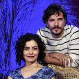 As músicas cantadas por Letícia Sabatella e Daniel de Oliveira vão embalar o romance proibido de seus personagens na minissérie 'Amorteamo'