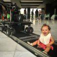 Henri Castelli se considera um pai presente e até já levou sua caçula, Maria Eduarda, de 1 ano, para as gravações de 'I Love Paraisópolis'