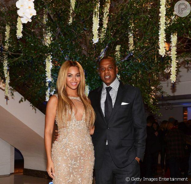 Jay-Z, marido de Beyoncé, desmentiu os boatos de que a mulher estaria grávida a um amigo. A informação foi divulgada por uma rádio de Nova York nesta segunda-feira, 20 de maio de 2013