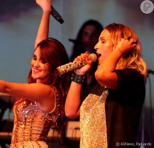 Dulce María recebeu Valesca Popozuda em seu show realizado em São Paulo, nesta quarta-feira, 22 de abril de 2015