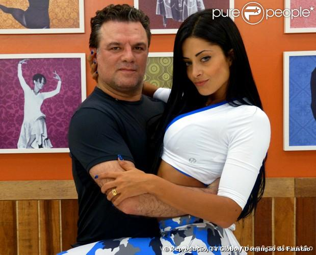 Adriano Garib posa com Aline Riscado em ensaio para o quadro 'Dança dos Famosos', do 'Domingão do Faustão', em 21 de maio de 2013