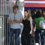 Edson Celulari passeia com a namorada, Karin Roepke, no Rio de Janeiro