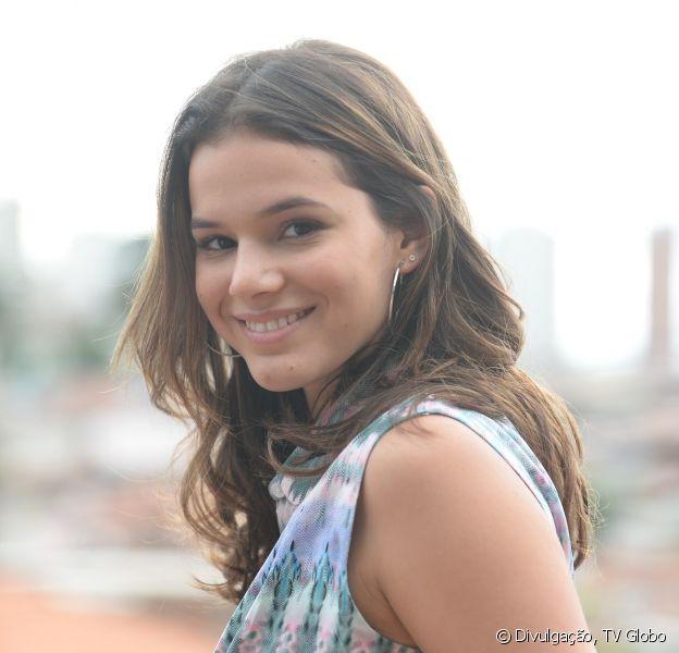 Bruna Marquezine é a protagonista Marizete, ou só Mari, uma moça determinada e cheia de princípios, criada na comunidade de Paraisópolis por Eva (Soraya Ravenle) e irmã de criação de Danda (Tatá Werneck), na novela 'I Love Paraisópolis', que estreia nesta segunda-feira, 11 de maio de 2015