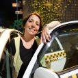 Alice Borges é a taxista Tinoca, nascida e criada em Paraisópolis, na novela 'I Love Paraisópolis'