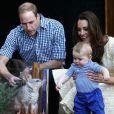 Kate e William levaram o pequeno George a um zoológico durante a Semana Santa na Austrália, em abril de 2014