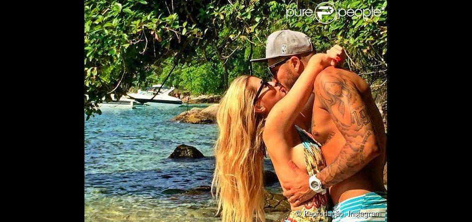 Fernando, do 'BBB15', retoma namoro com Aline e se declara: 'Coração batendo forte', escreveu o carioca neste sábado, 2 de maio de 2015