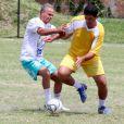Kadu Moliterno luta pela bola no jogo