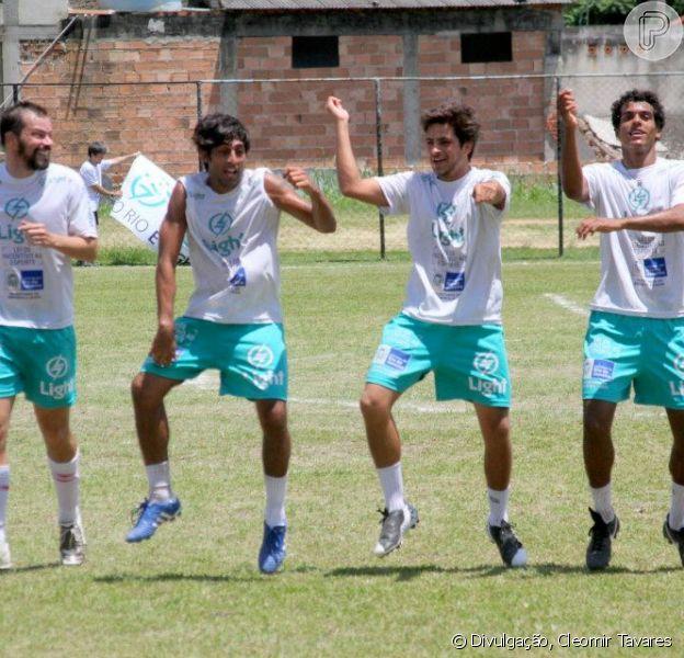 Famosos comemoram gol no ritmo de 'Gangnam style', em jogo beneficente em 2 de dezembro de 2012