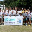 O time dos artistas no projeto 'Light Futebol Show' posa junto