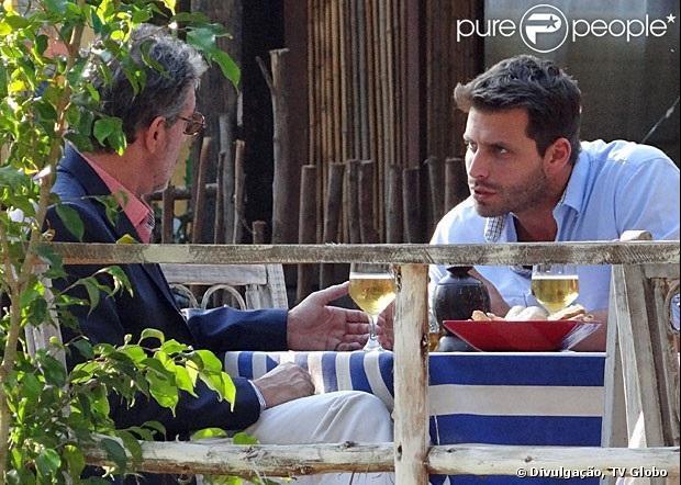 Cassiano (Henri Castelli) e Duque (Jean Pierre Noher) se preparam para comprar uma mina de Alberto (Igor Rikli), em 'Flor do Caribe', em 28 de maio de 2013