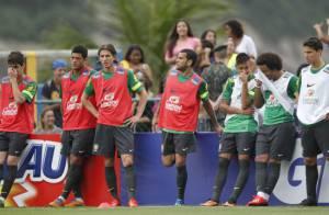 Neymar faz golaço em treino da Seleção Brasileira, mas juíza suspende amistoso