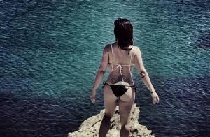 Cleo Pires posa de biquíni, de costas, e exibe boa forma em viagem pela Grécia