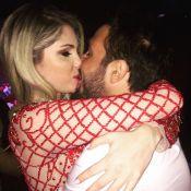 Bárbara Evans usa decote para comemorar aniversário ao lado do novo namorado