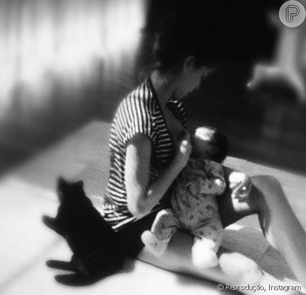 Grazi Massafera se declarou à filha, Sofia, que completa três anos neste sábado, 23 de maio de 2015, postando no Instagram uma foto antiga na qual aparece amamentando a pequena: 'Ela mudou meu mundo. O dia é dela: sempre'