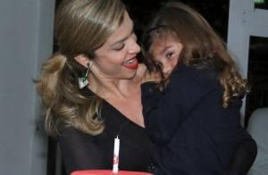 Sofia, filha de Grazi Massafera, ganha bolo de aniversário após musical no Rio