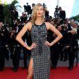 A modelo Karlie Kloss também investiu na fenda no 8º dia do Festival de Cannes