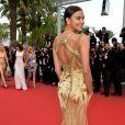 O vestido de Irina Shayk também tinha detalhes nas costas