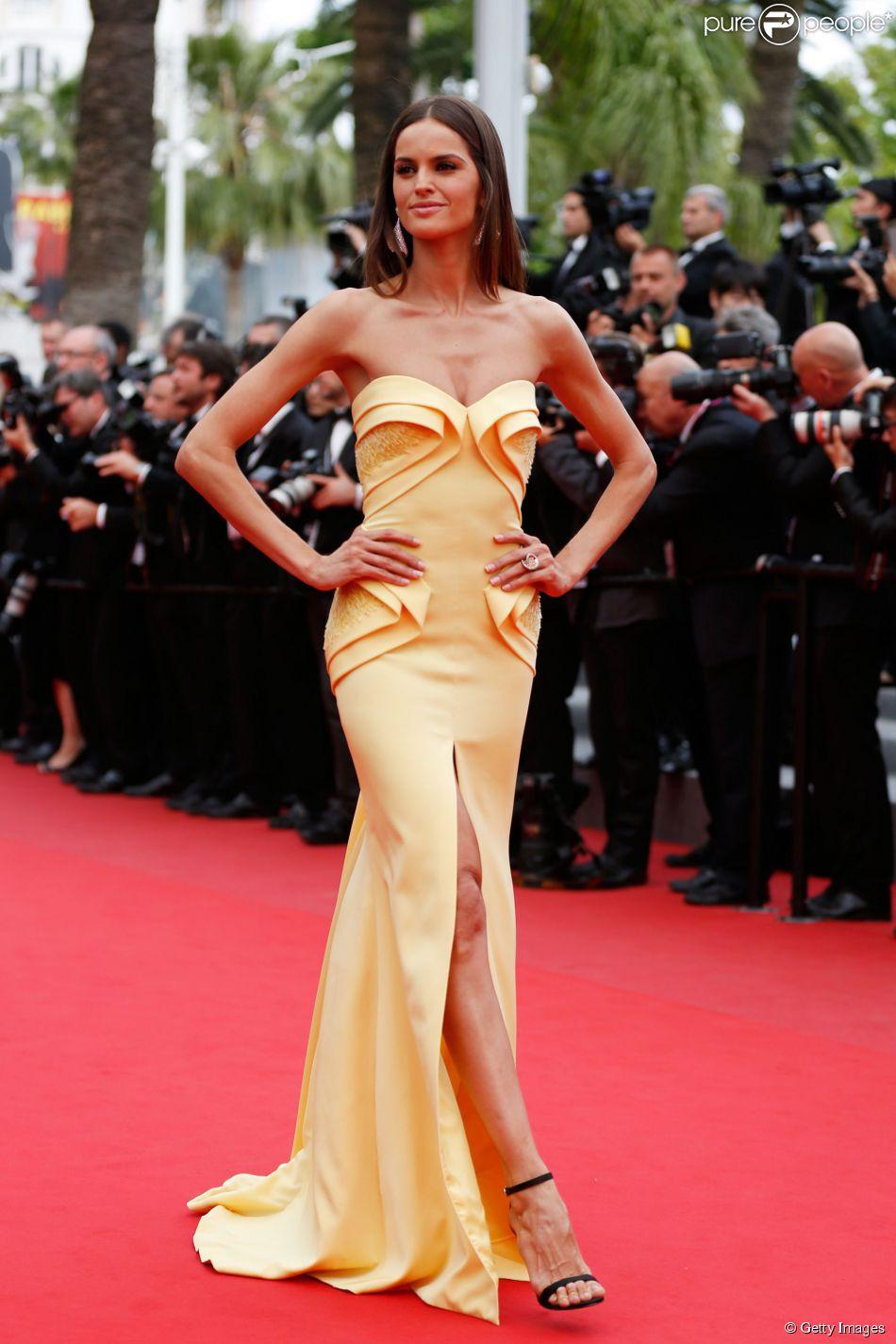 Uma das famosas que apostou na fenda em seus looks para o Festival de Cannes 2015 foi Izabel Goulart, na première do filme 'La Glace et le Ciel', no encerramento do festival