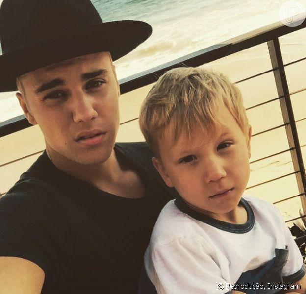 Justin Bieber chamou a atenção pela semelhança física com o irmão caçula em foto postada no Instagram