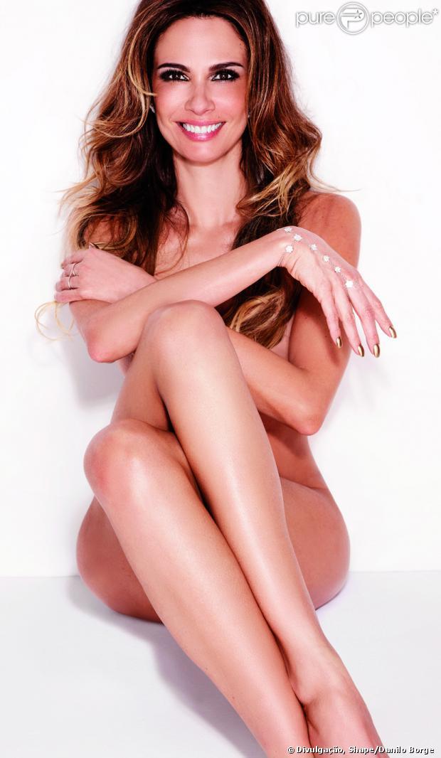 Luciana Gimenez mostra boa forma ao posar nua para a revista 'Shape'