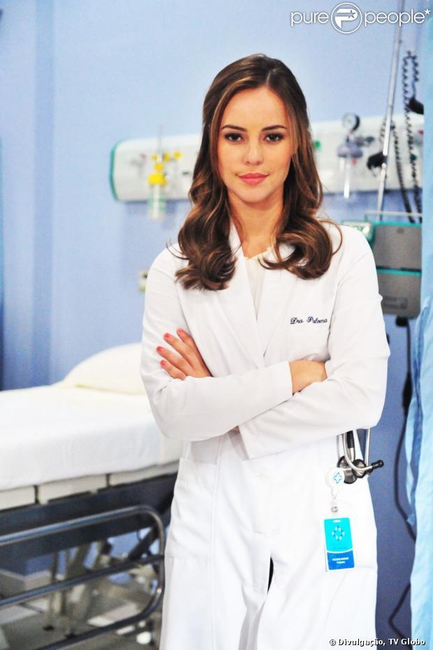 Paloma (Paolla Oliveira) pede um teste de DNA para saber se é mãe de Paulinha (Klara Castanho), em 'Amor à Vida', em 17 de junho de 2013