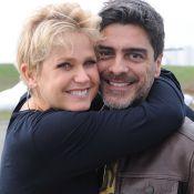 Xuxa ganha declaração de Junno Andrade por aniversário de namoro:'2 anos e meio'