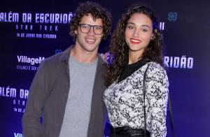 Débora Nascimento e José Loreto prestigiam lançamento de filme, no Rio
