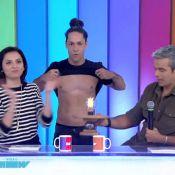 'Vídeo Show': Rainer Cadete mostra a barriga definida a pedido de Monica Iozzi