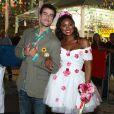 Cris Viana já 'subiu ao altar' com o ator Joaquim Lopes usando um vestido de noiva curto e florido
