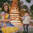 Juliana Paes combinou um vestido de festa junina com flores na cabeça na festa de aniversário de 1 ano do filho Antonio