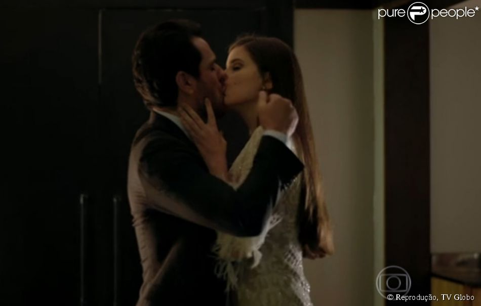 Camila Queiroz elogiou a parceria com Rodrigo Lombardi em cenas da novela 'Verdades Secretas': 'Foi maravilhoso comigo'