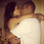 Adriano será papai novamente! A noiva do jogador, Renata Fontes, está grávida