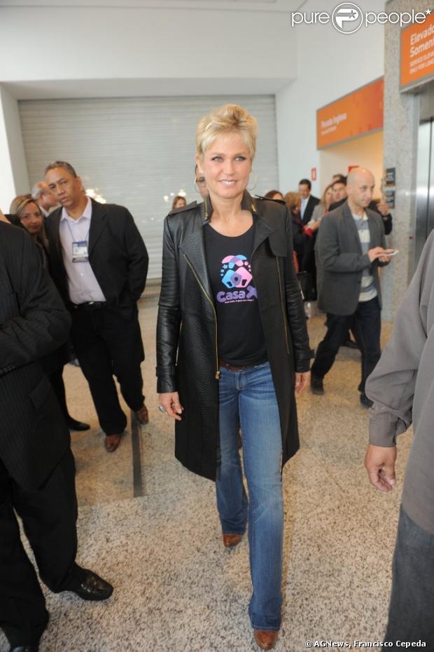 Xuxa comentou gravidez de Luciano Szafir e namorada, Luhanna Melloni, durante evento em São Paulo, em 12 de junho de 2013: 'Fofos'
